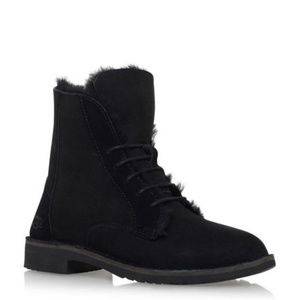 Ugg Quincy Black Shearling Boot 8.5